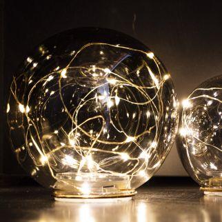 Boule en verre avec guirlande sur pile – Ø 15 cm